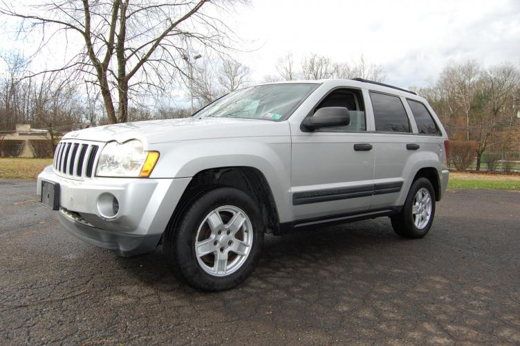 2005 Silver Jeep Grand Cherokee Laredo 4WD (1J4GR48K95C) with an 3.7L V6 SOHC 12V engine, 5-Speed Automatic Overdrive transmission, located at 6528 Lower York Road, New Hope, PA, 18938, (215) 862-9555, 40.358707, -74.977882 - Photo #8