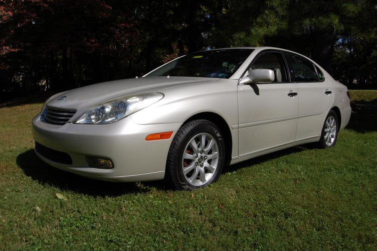 2002 /Beige Leather Lexus ES 300 Sedan (JTHBF30G320) with an 3.0L V6 DOHC 24V engine, 5-Speed Automatic Overdrive transmission, located at 6528 Lower York Road, New Hope, PA, 18938, (215) 862-9555, 40.358707, -74.977882 - Photo #0