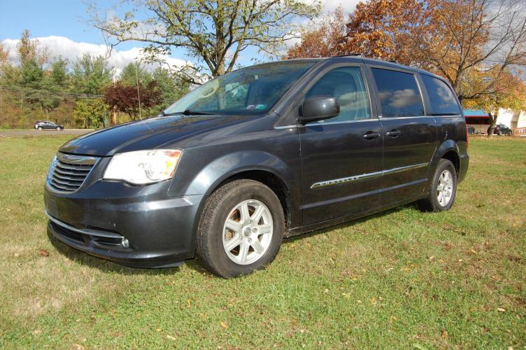 2013 Blue /Beige Chrysler Town & Country Touring (2C4RC1BG9DR) with an 3.6L V6 DOHC 24V engine, 6-Speed Automatic transmission, located at 6528 Lower York Road, New Hope, PA, 18938, (215) 862-9555, 40.358707, -74.977882 - Photo #0