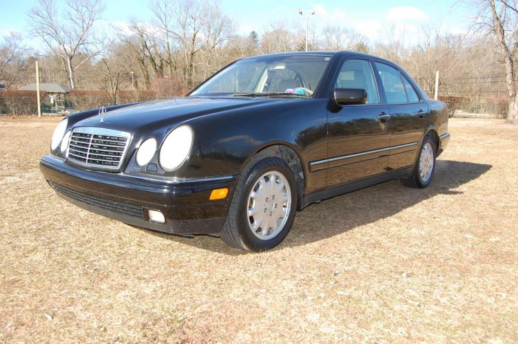1999 /Tan Leather Mercedes-Benz E-Class E320 4-Matic (WDBJF82H2XX) with an 3.2L V6 SOHC 18V engine, 5-Speed Automatic Overdrive transmission, located at 6528 Lower York Road, New Hope, PA, 18938, (215) 862-9555, 40.358707, -74.977882 - Photo #0