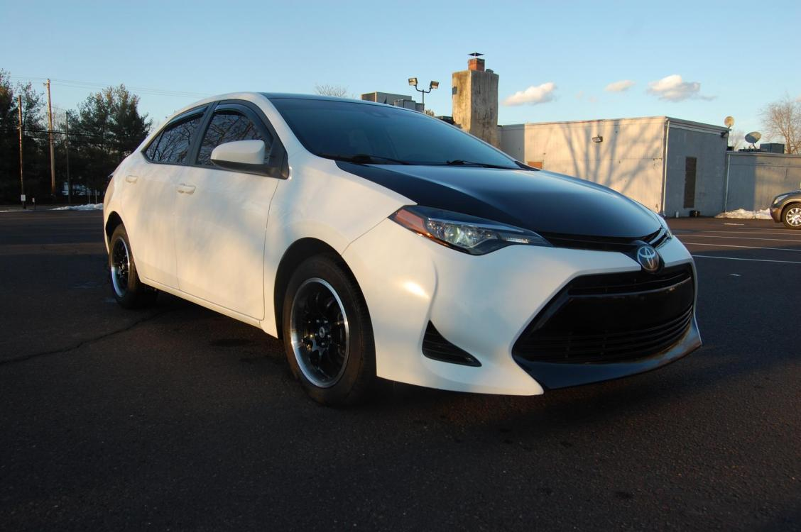 2017 White /Black Cloth Toyota Corolla LE (2T1BURHE1HC) with an 1.8L L4 DOHC 16V engine, Automatic transmission, located at 6528 Lower York Road, New Hope, PA, 18938, (215) 862-9555, 40.358707, -74.977882 - Photo #0